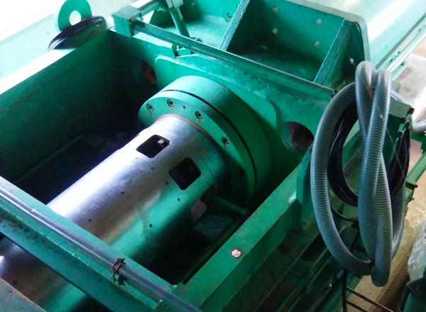 オーバーホール事例2 30t圧搾機 写真